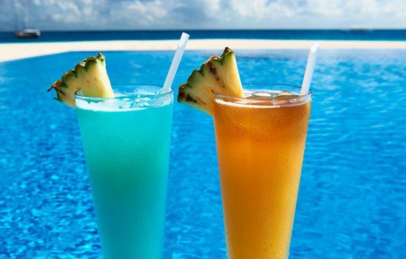 cocktails-near-swimming-pool-e1583678456216.jpg